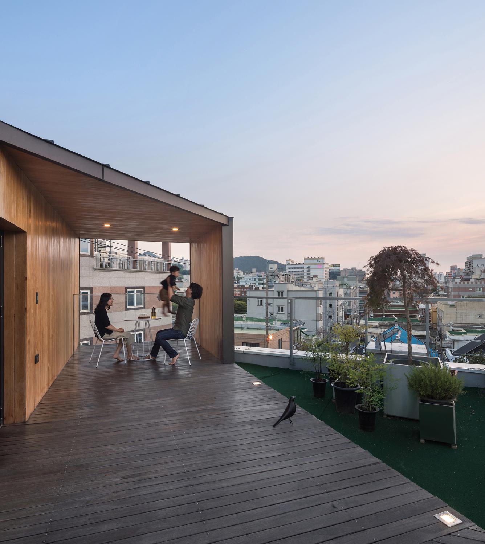 Четырехэтажный дом в Южной Корее от Plan Architects Office