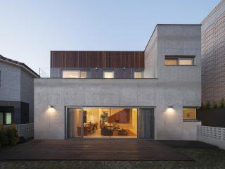 Двухэтажный бетонный дом от 100A associates в Южной Корее