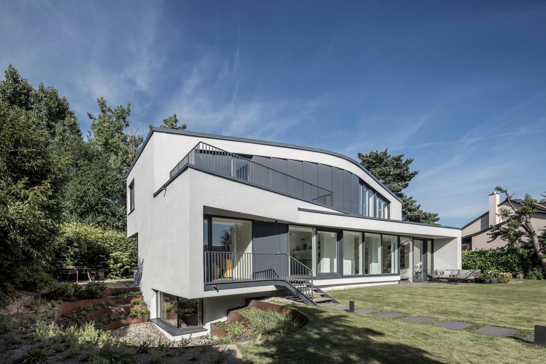 Современный частный дом с плоской крышей