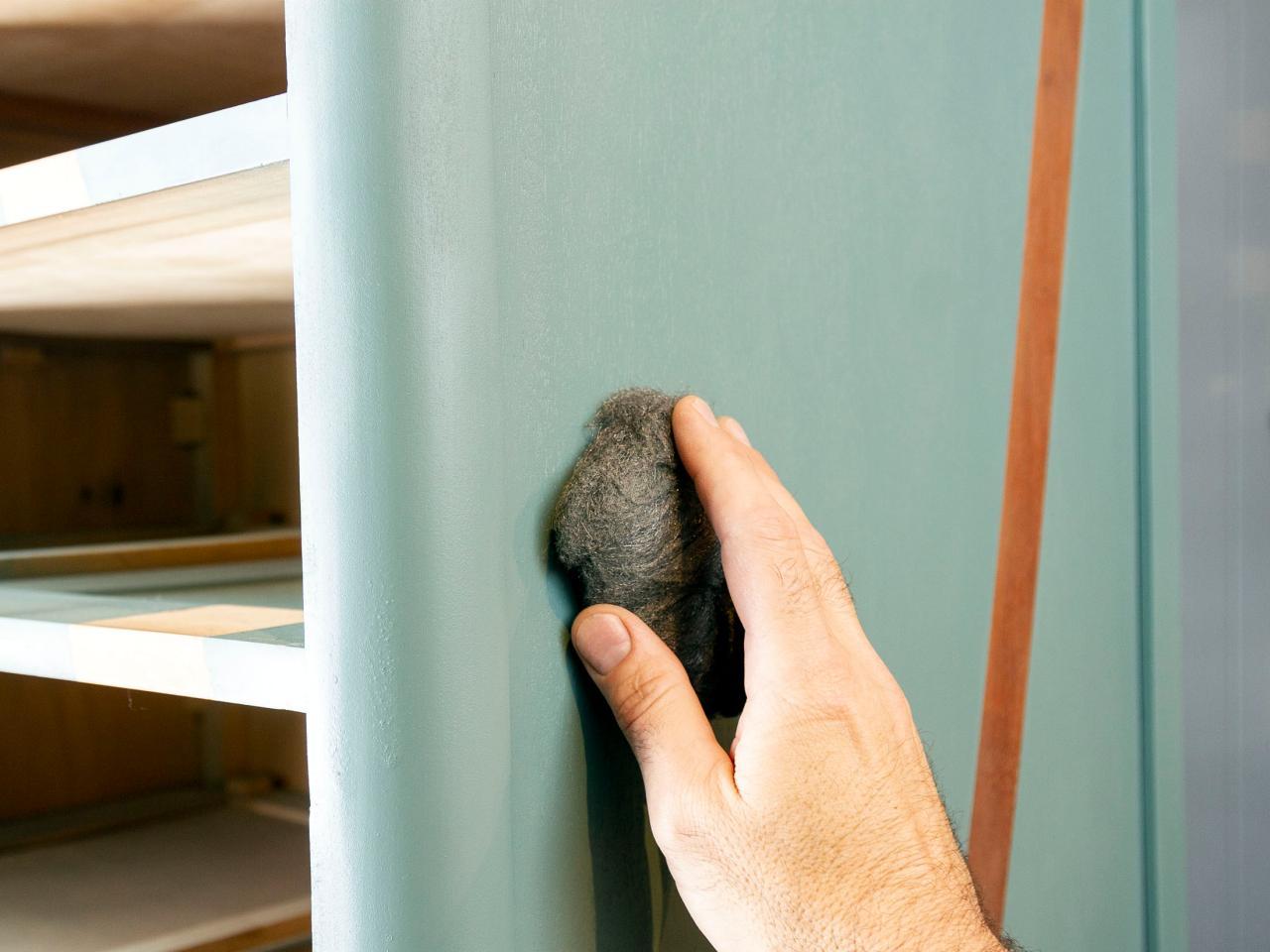 Как обновить комод своими руками - протираем поверхность комода