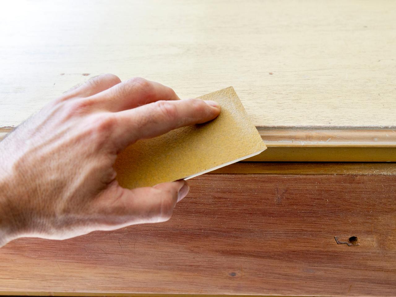 Как обновить комод своими руками - удаляем краску и лак