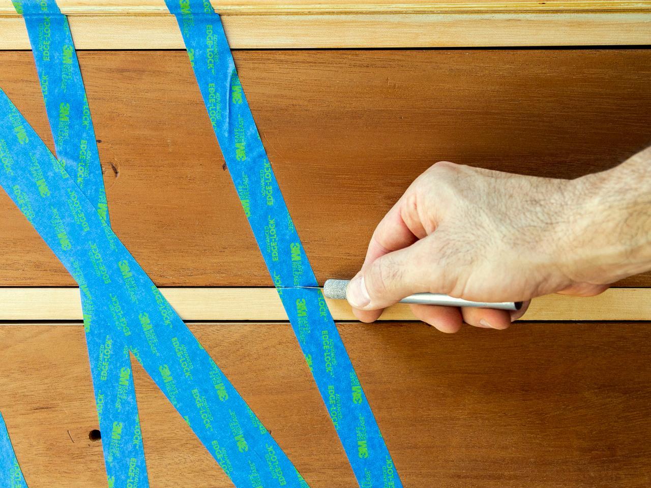 Как обновить комод своими руками - делаем надрезы на скотче