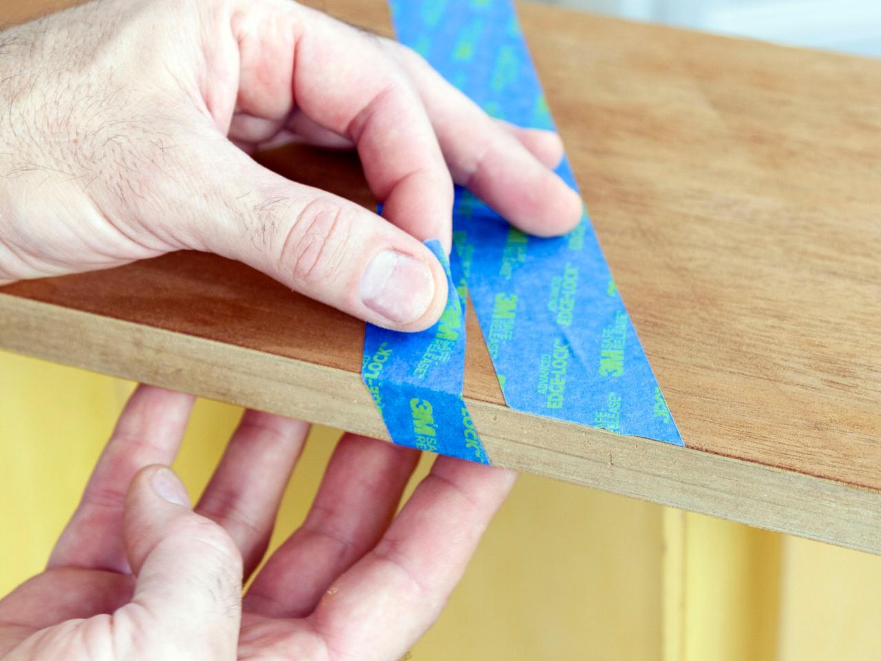 Как обновить комод своими руками - добавляем скотч к краям и торцам