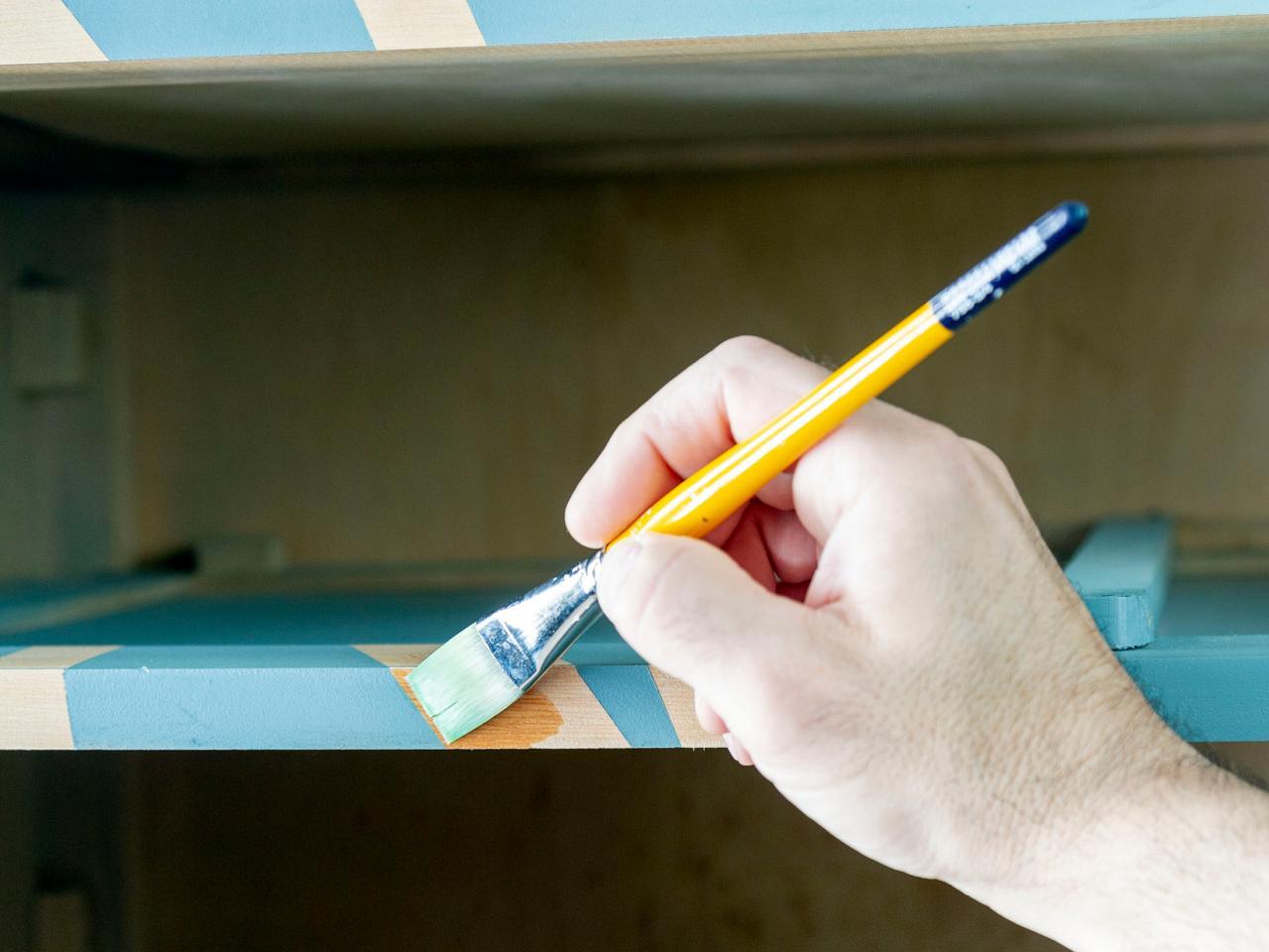 Как обновить комод своими руками - обрабатываем древесину