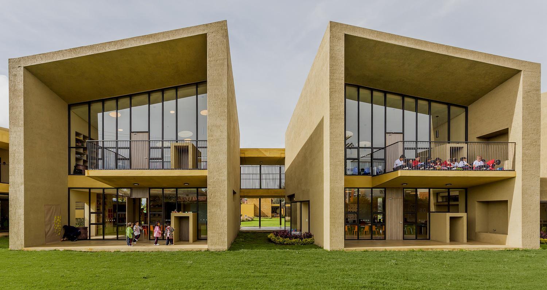Здание начальной школы в Колумбии