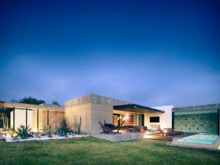 Землебитный дом в Мексике