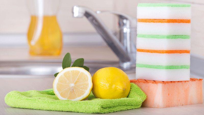 Чем отмыть жир на кухне: лимон в виде моющего средства