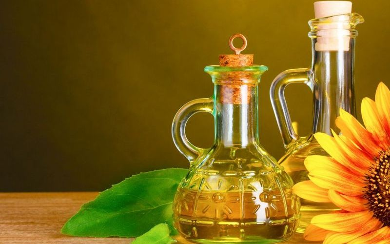 Чем отмыть жир на кухне: растительное масло и сода для всех видов гарнитур
