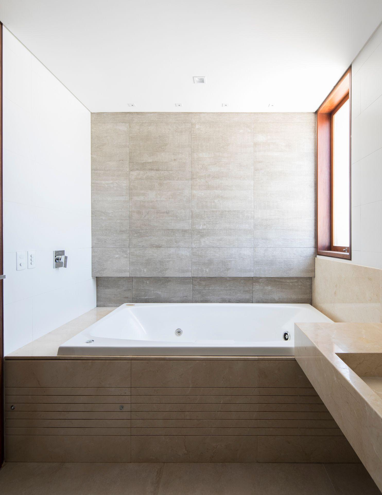 Двухэтажный дом от Martins Lucena Arquitetos