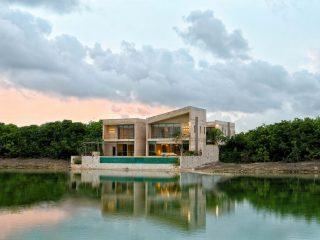 Дом на берегу озера в Мексике