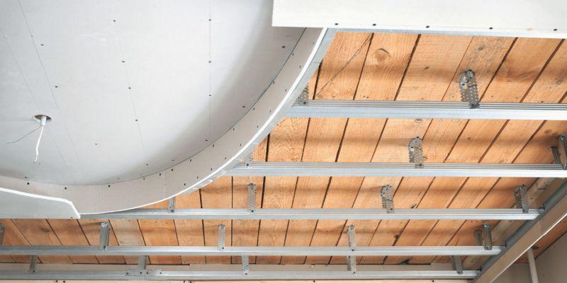 Применение гипсокартона в отделке потолка