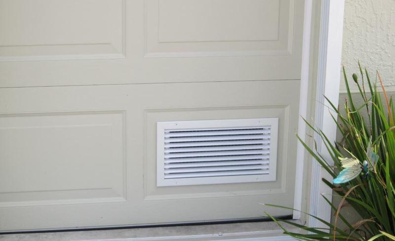 Дверь с вентиляцией для ванной комнаты