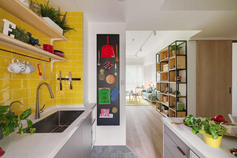 Яркая квартира для пары дизайнеров