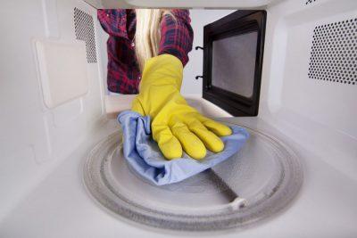 Как быстро почистить микроволновку 8 народных способов