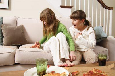 Как почистить диван от грязи и пятен