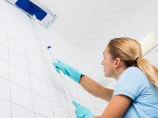 Как правильно мыть натяжной потолок