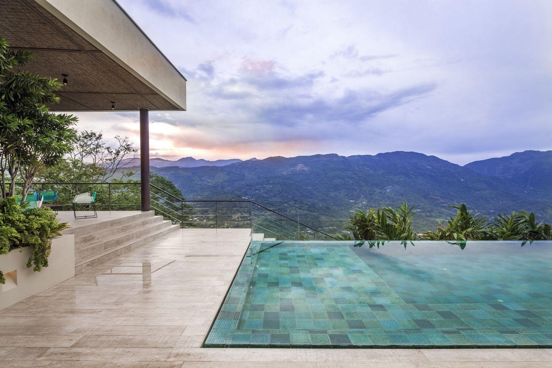 Роскошный особняк в Медельине