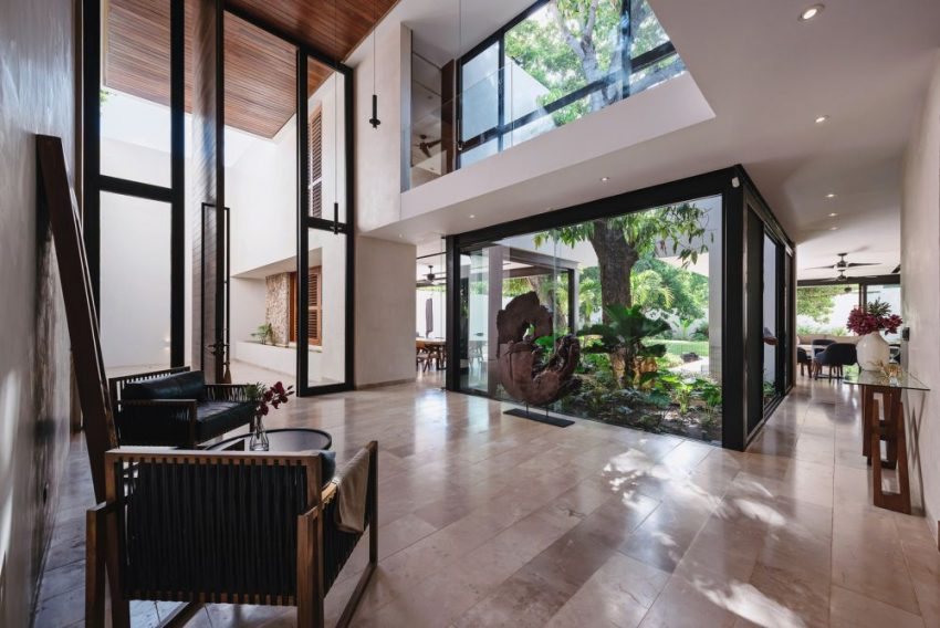 The Zapote House in Mexico, an Oasis Within a City