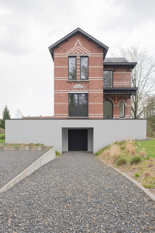 Villa Sept Petites - The Surprising Contrasts